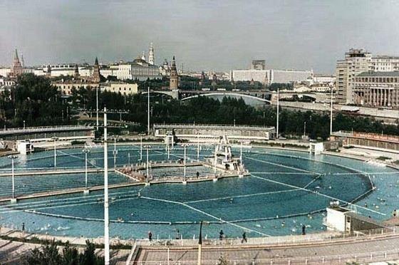 Бассейн в Храме Христа Спасителя был одним из самых больших в Москве