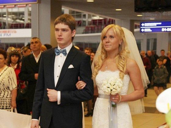 Hockey player Yevgeny Kuznetsov with his beautiful wife