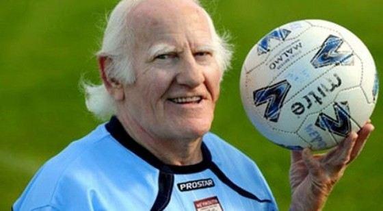 Дикки Бортвик продолжает играть футбол даже в старости