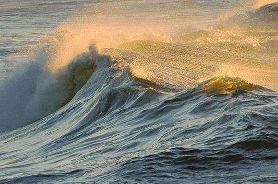 Море Банда не только очень красивое, но и глубокое