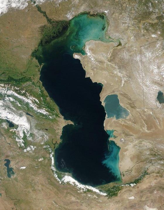 Каспийское море - самое большое в России озеро