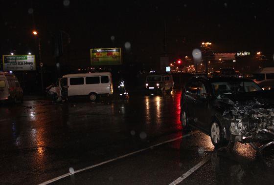Три автомобиля столкнулись с маршруткой в Омске