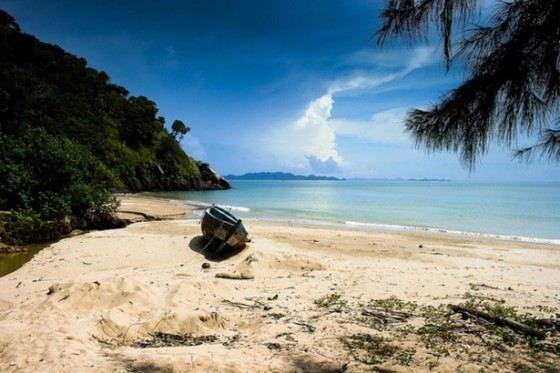 На острове Ко Ланта Яй в Таиланде прекрасные естественные пляжи