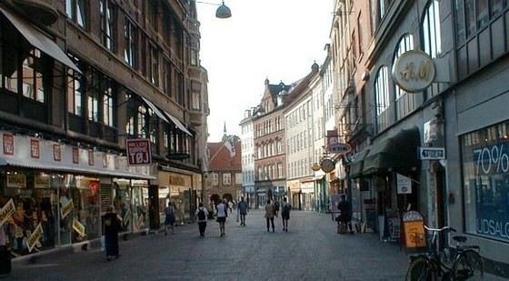 Улица Строгет в Копенгагене самая длинная пешеходная улица в мире