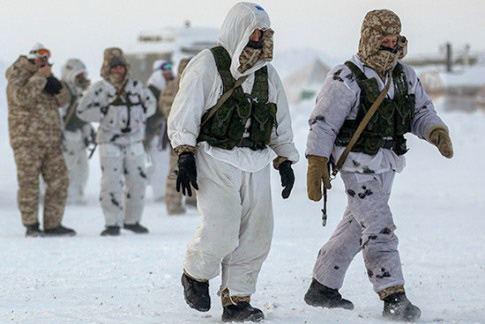 Войска ВДВ совместно с учеными высадились на полярную льдину