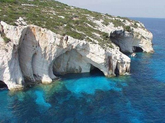 Голубые пещеры Закинф в Греции поражают своей красотой