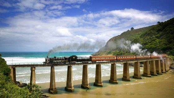 Outeniqua Choo-Tjoe Train опасная дорога в Африке, она проходит даже над океаном