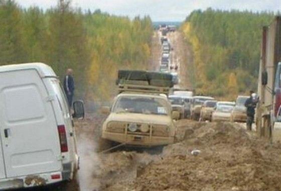 Опасную трассу Лена в России сложно даже назвать дорогой