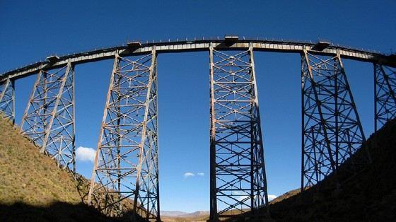 Tren a las Nubes самая высокая железная дорога. Там поезд идет в облаках