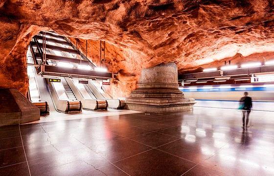 Самое красивое метро в мире находится в Стокгольме