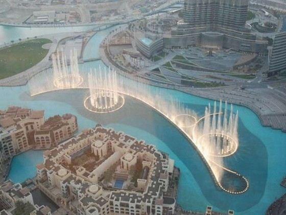 Большой танцующий фонтан «Бурдж-Халифа»