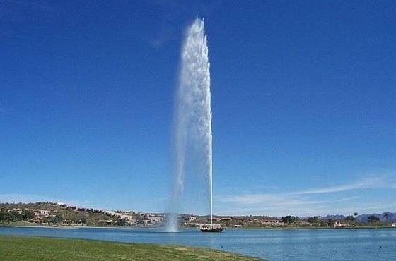 Высота фонтана короля Фахда 312 метров