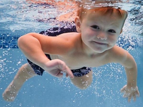 Летом лучше плавать в реке или на море