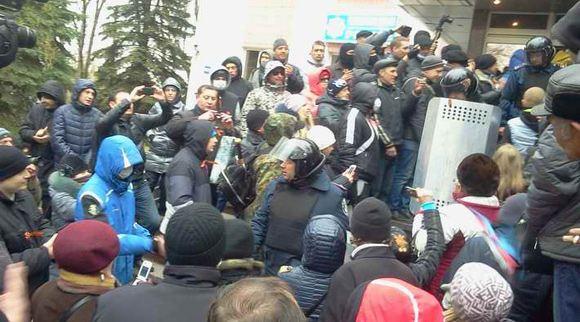 В отставку по требованию протестующих ушел начальник милиции Донецкой области