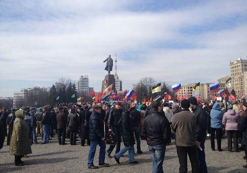 На площади Свободы в Харькове начался митинг сторонников федерализации