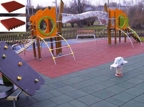 Детская площадка, уложенная резиновой плиткой