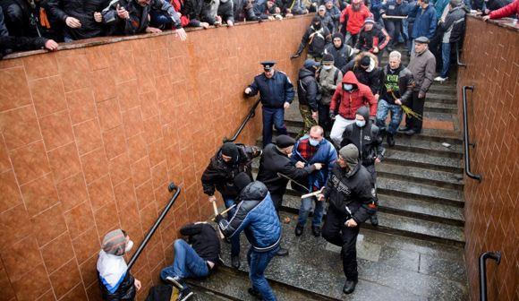 На улицах Харькова столкновения: Пострадали 50 человек