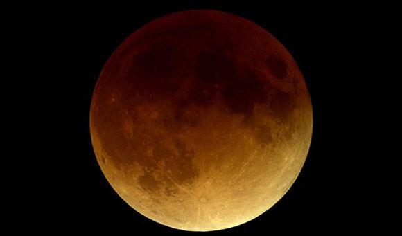 Ученые: В ночь на 15 апреля произойдет полное затмение Луны