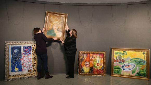 В столице начала работу выставка картин Евгении Васильевой