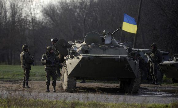 В Луганской области жители села Райгородка задержали колонну БТРов