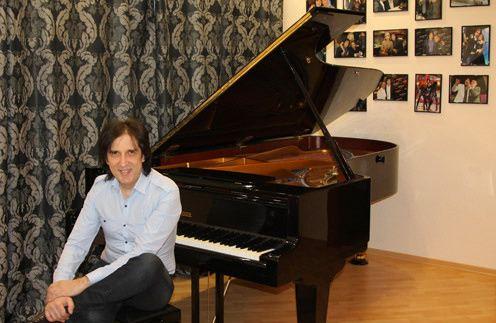 Кай Метов разбил стену, чтобы установить в квартире свой новый рояль