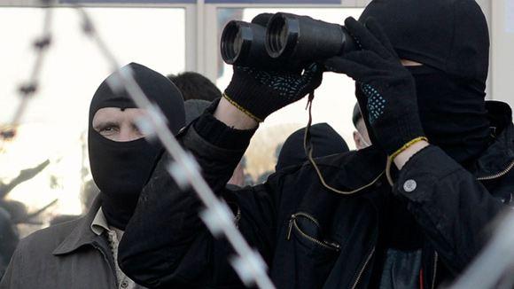 Люди в масках разгромили мэрию Горловки