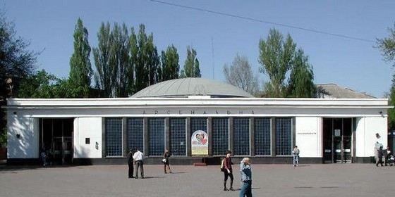 Наземный вестибюль самой глубокой в мире станции метро