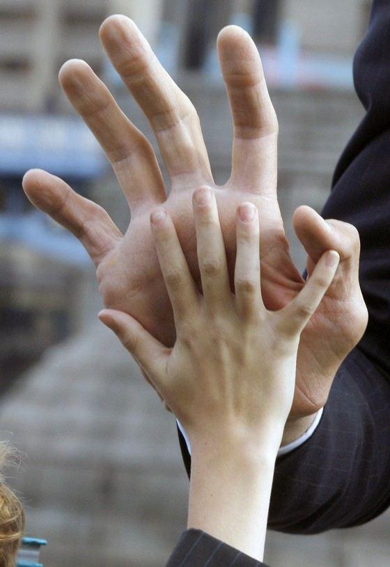 рука в пізді фото