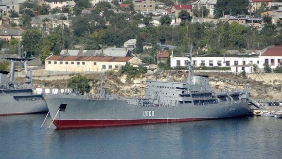 Россия возвращает Украине еще два захваченных в Крыму корабля