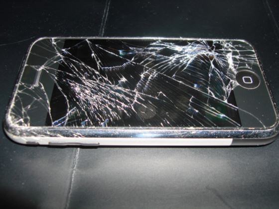 Разбитый айфон - самая частая проблема