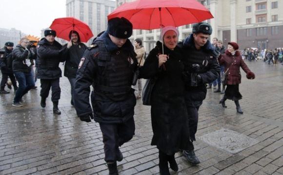 Суд оштрафовал пенсионерку, участвовавшую в акции в поддержку «Дождя»