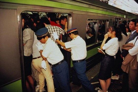 Токийское метро самое загруженное в мире