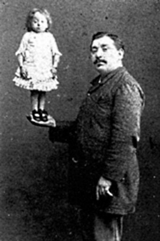The smallest circus performer Polina Musters