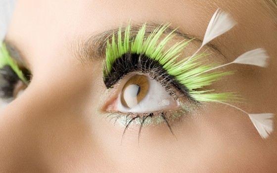 Накладные ресницы тоже делают глаза красивыми