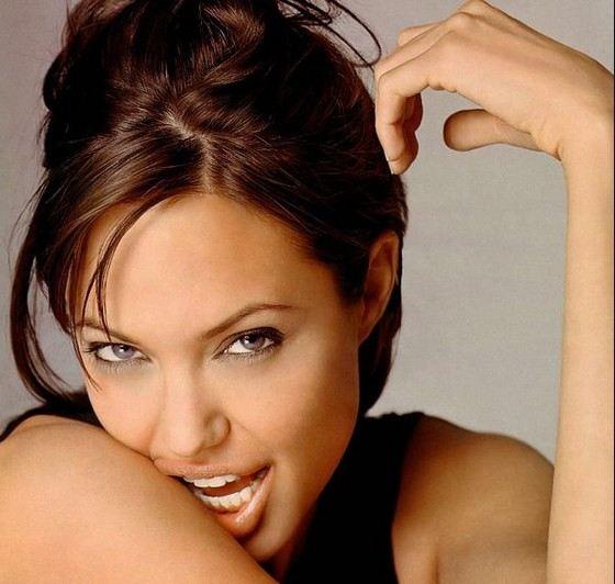 Актриса Анджелина Джоли удивляет красотой не только губ, но и глаз