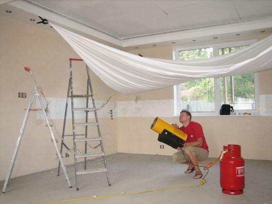 Процесс монтажа навесных потолков