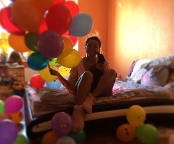 Корнелия Манго получила на день рождения самокат и воздушные шары