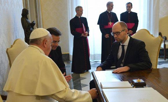 Украинский премьер встретился с Папой Римским