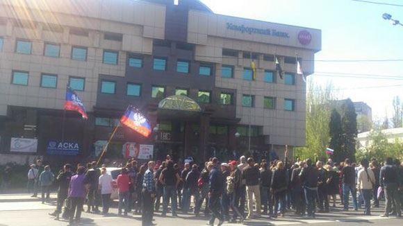 Донецкие протестующие заняли здание телекомпании