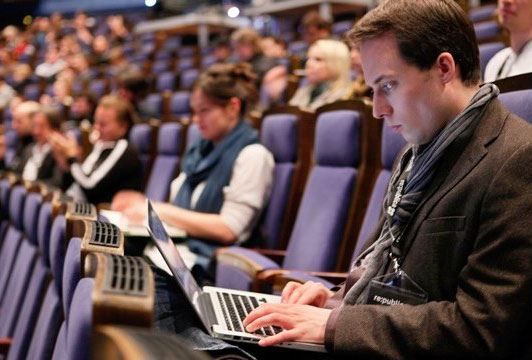 Совет Федерации принял законопроект, приравнивающий блогеров к журналистам