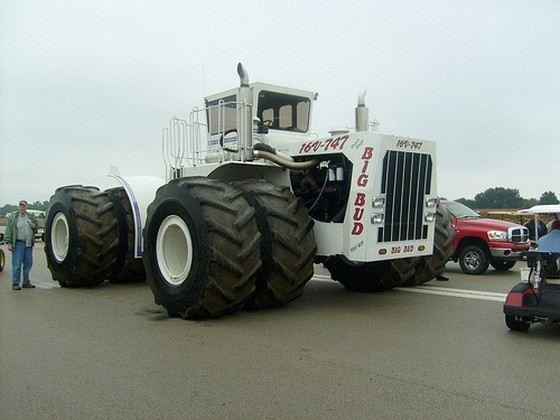 Большой дружок - самый большой американский трактор