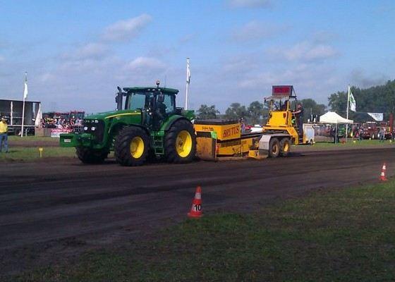 John Deere 8345R один из самых больших сельскохозяйственных тракторов производства США