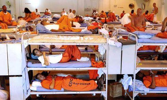 Во Флориде при обрушении здания тюрьмы пострадали около 100 человек