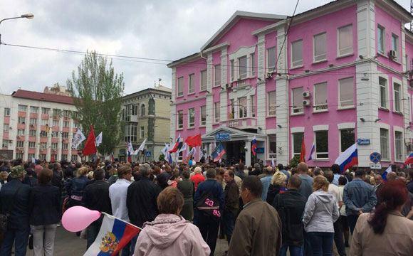Сторонники федерализации захватили прокуратуру в Донецке