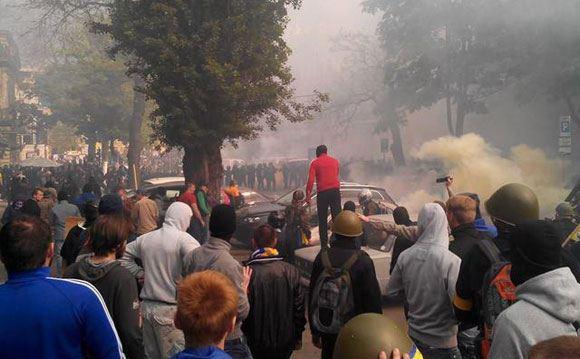 В Одессе произошло массовое столкновение между сторонниками и противниками Майдана