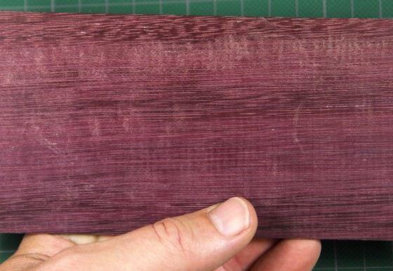 Прочное дерево амарант имеет необычный цвет