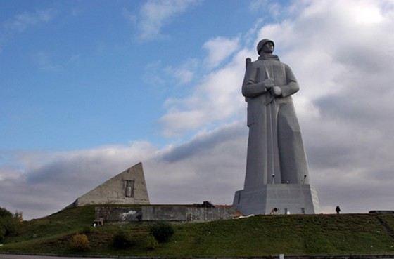 Огромный памятник Алеше в Мурманске