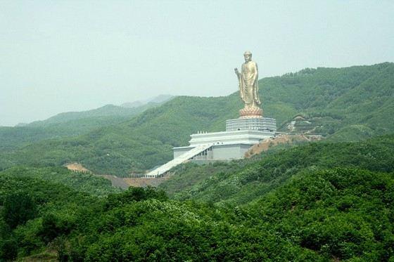 Будда Весеннего Храма - самый большой памятник в мире