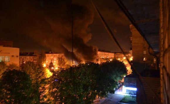 В Мариуполе разгромили и сожгли офис «Батькивщины»