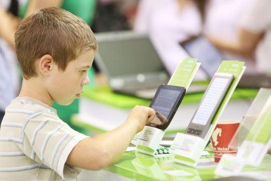 Современные подростки идут в ногу со временем и предпочитают планшеты